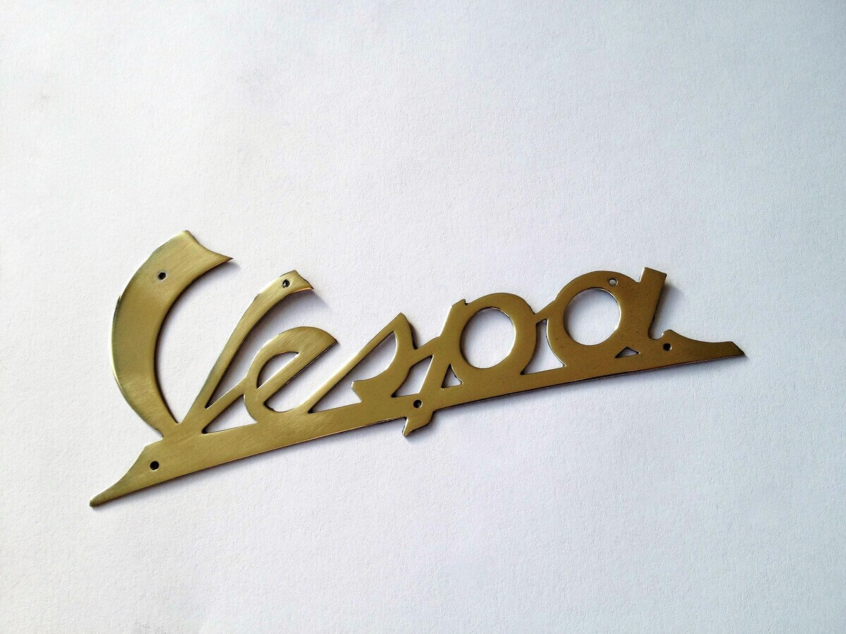 restauro logo in metallo