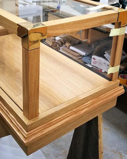 progetto di una teca angolare