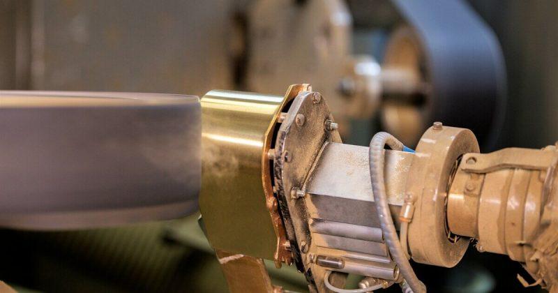 smerigliatura metallo con isola robotizzata brescia